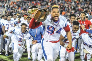 Noxubee County's Jeffery Simmons (94) is ranked by some recruiting services as the nation's top defensive end prospect. (Oxford Eagle, Bruce Newman)